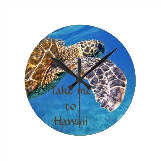 Natación hawaiana de la tortuga de mar reloj redondo mediano