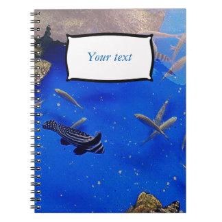 Natación subacuática de los pescados del payaso libros de apuntes