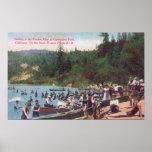 Natación y canotaje en el río ruso poster