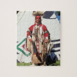 Nativo americano en ropa tradicional en rompecabeza con fotos