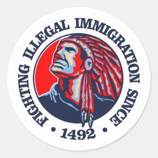 Nativo americano (inmigración ilegal) pegatina redonda