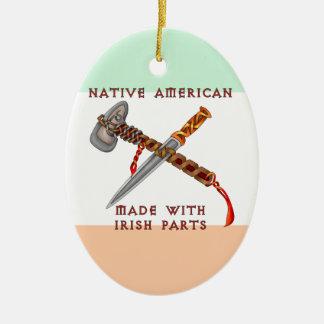 Nativo americano/irlandés adorno navideño ovalado de cerámica