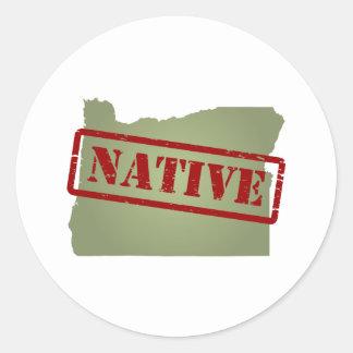Natural de Oregon con el mapa de Oregon Pegatina Redonda