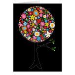 Naturaleza colorida caprichosa del árbol del tarjeta de felicitación