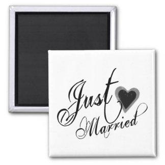 Naughy Grunge Script - Just Married Heart Black Magnet