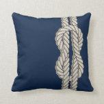 Náutico azul con la cuerda de la nave almohadas