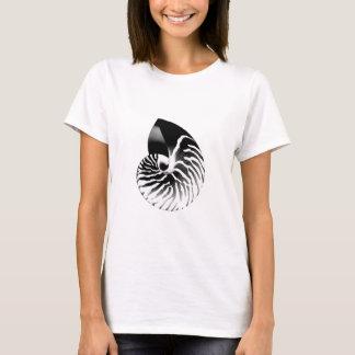 Nautilus shell - black and white T-Shirt