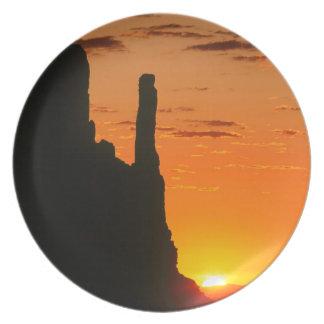 Navajo del monumento de la tarde de la puesta del plato de comida