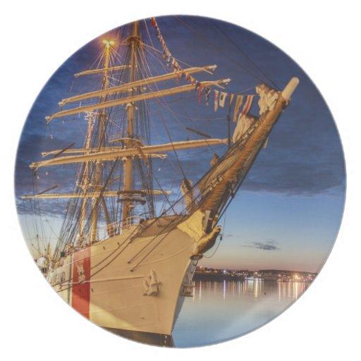 Nave alta de USCG en el puerto de Halifax, Nueva E Plato De Cena