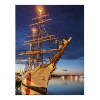Nave alta de USCG en el puerto de Halifax Nueva E Tarjeta Postal