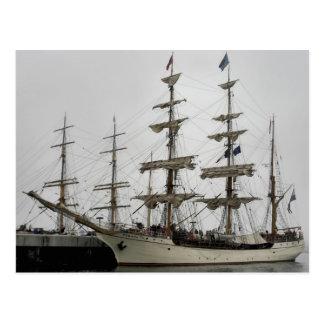 Nave alta del Europa en postal del puerto de Halif