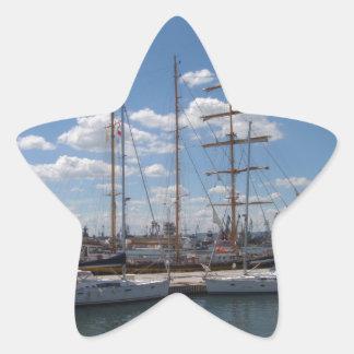 Nave alta en el puerto de Varna Pegatina En Forma De Estrella