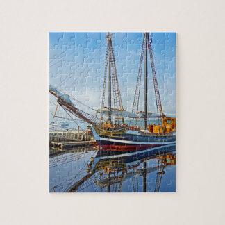 Nave alta Larinda en Shelburne, Nueva Escocia Puzzle