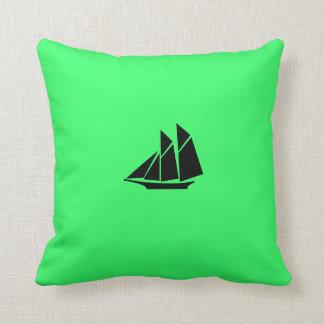 Nave de podadoras de Glow_Black-on-Green del océan Cojines