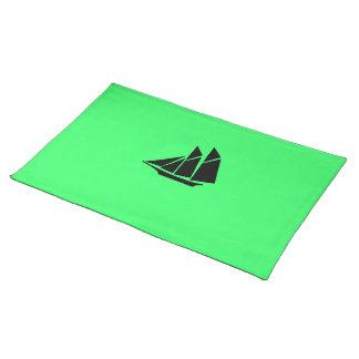 Nave de podadoras de Glow_Black-on-Green del océan Manteles Individuales