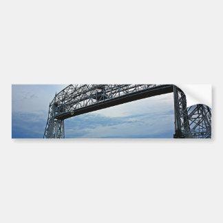 Nave debajo del puente de elevación etiqueta de parachoque