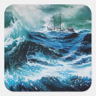 Nave en el mar en tormenta calcomanía cuadradase