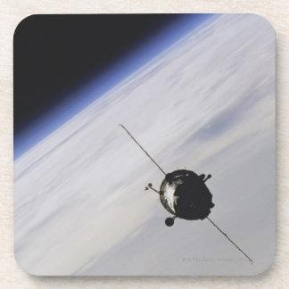 Nave espacial en espacio exterior posavasos