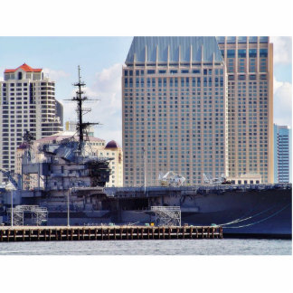 Nave grande de portaaviones fotoescultura vertical