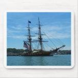 Nave vieja del lago Erie Alfombrillas De Ratón
