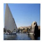 Navegación de Felucca en el Nilo en la imagen de E Tejas Ceramicas