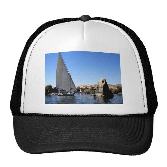 Navegación de Felucca en el Nilo en la imagen de E Gorra