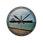 Navegación de la nave del carguero en el mar relojes de pared