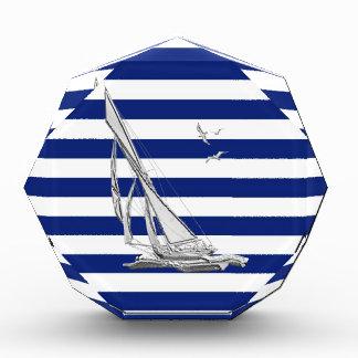 Navegación de plata en rayas náuticas