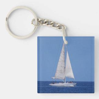 Navegación en el azul de océano llavero