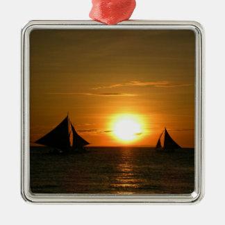 Navegación en la puesta del sol adorno cuadrado plateado