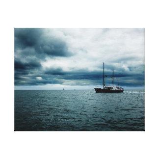 Navegación impresionante de la nave en los mares t impresiones en lienzo estiradas