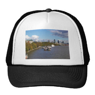 Naves en el Thames. Gorras De Camionero