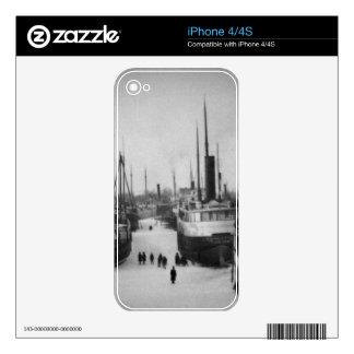 Naves en la ciudad marina Michigan del río de la iPhone 4S Calcomanía