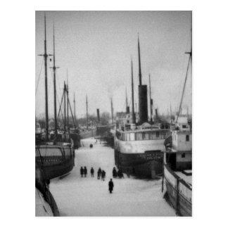 Naves en la ciudad marina Michigan del río de la Postal