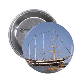 Naves históricas pins