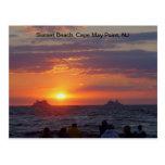Naves que pasan puesta del sol de la caída en Cape Postales