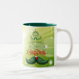 Navidad alegre del bigote del acebo taza de dos tonos