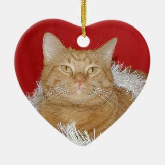 Navidad anaranjado del tabby adorno navideño de cerámica en forma de corazón