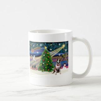 Navidad bull terrier (brindle) taza básica blanca