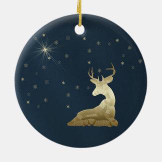 Navidad, ciervos de oro y copos de nieve adorno navideño redondo de cerámica