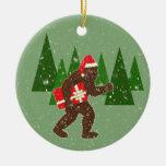 """""""Navidad con Bigfoot"""" Adorno Navideño Redondo De Cerámica"""
