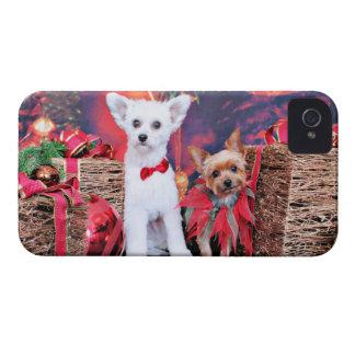 Navidad - Crestie Mojo - Yorkie Millie iPhone 4 Case-Mate Protectores