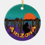 Navidad de AZ Arizona que grita el coyote Adorno Redondo De Cerámica