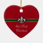 Navidad de los pares de la flor de lis primer adorno navideño de cerámica en forma de corazón