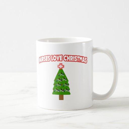 Navidad del amor de las enfermeras taza básica blanca