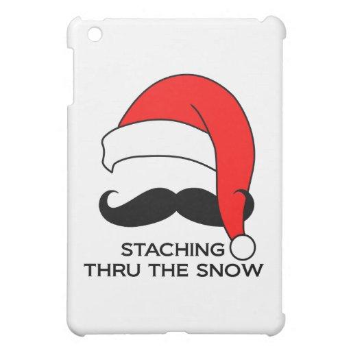 Navidad del bigote - Staching a través de la nieve