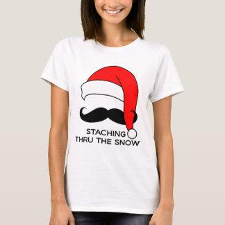 Navidad del bigote - Staching a través de la nieve Playera