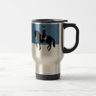 Navidad del caballo del Dressage Nevado Taza De Café