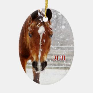 Navidad del caballo del invierno adorno ovalado de cerámica