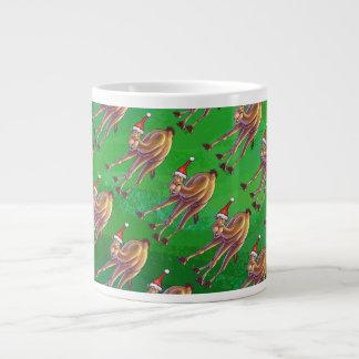 Navidad del camello en verde taza grande